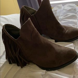 Not rated dark brown fringe booties. Size: 8.5